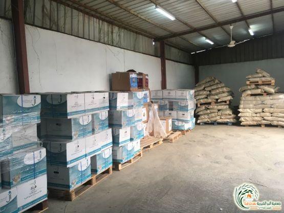 جمعية البر بقنا توزع ٥٠٠ سلة غذائية على المستفيدين